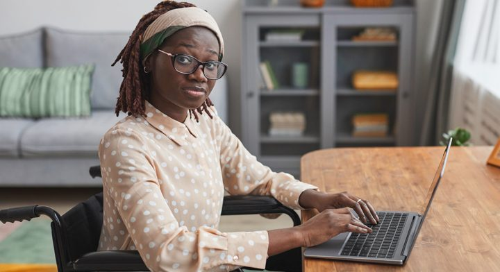 YOung professional woman working at her laptop